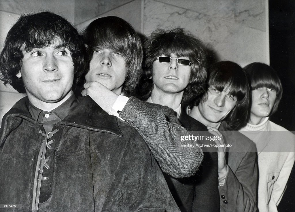 "Music Personalities. pic: August 1965. American group ""The Byrds"" famous for their hit record ""Mr Tambourine Man"" left-right, David Crosby, Chris Hillman, Roger McGuinn, Gene Clark, Michael Clark. : News Photo"