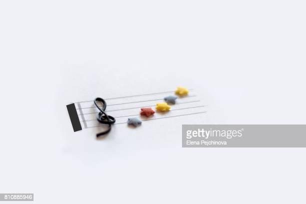 music - clave de sol fotografías e imágenes de stock