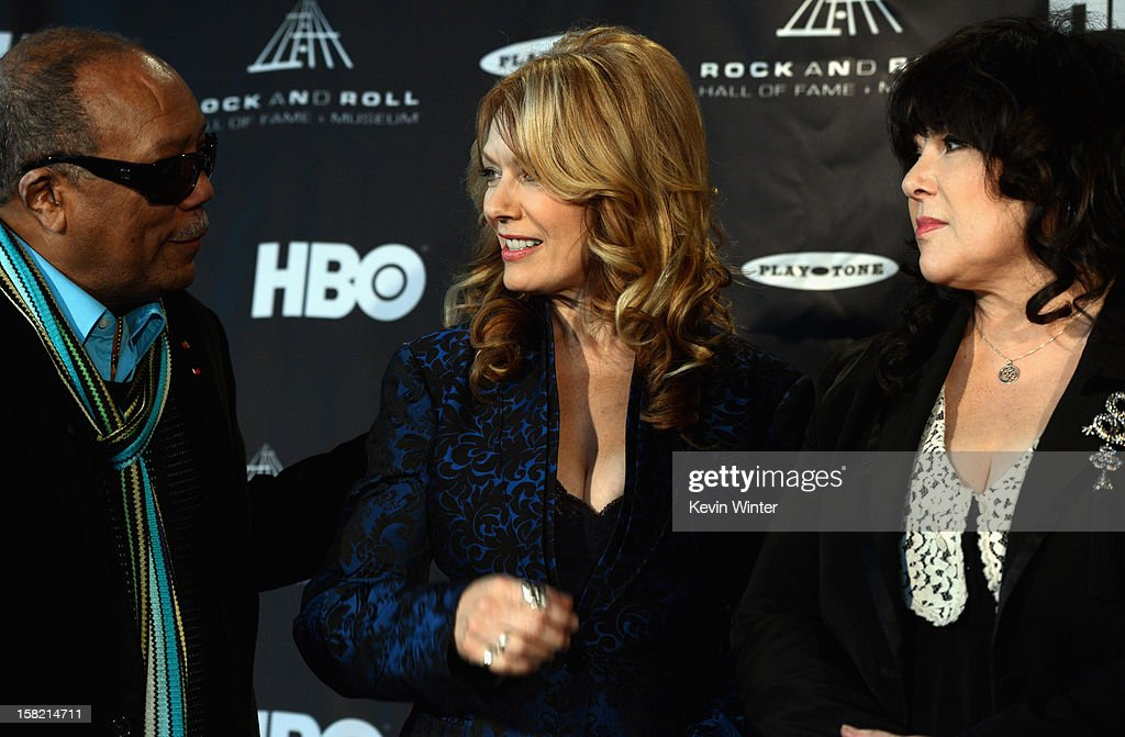 Music producer and Ahmet Ertegun Award recipient Quincy Jones speaks with Nancy Wilson and Ann Wilson of 'Heart' during the Rock and Roll Hall of Fame 2013 Inductees announcement at Nokia Theatre L.A. Live on December 11, 2012 in Los Angeles, California.