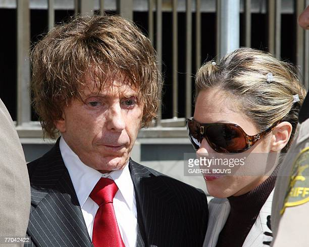 Music producer Phil Spector arrives with his wife Rachelle at the Los Angeles Superior Court 26 September 2007 in Los Angeles A mistrial was declared...
