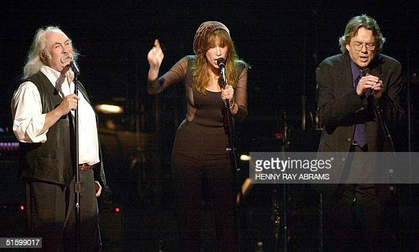 Musical greats David Crosby Carly Simon and Jimmy Webb perform during the TNT Master's Series Tribute to former Beach Boy Brian Wilson 29 March 2001...