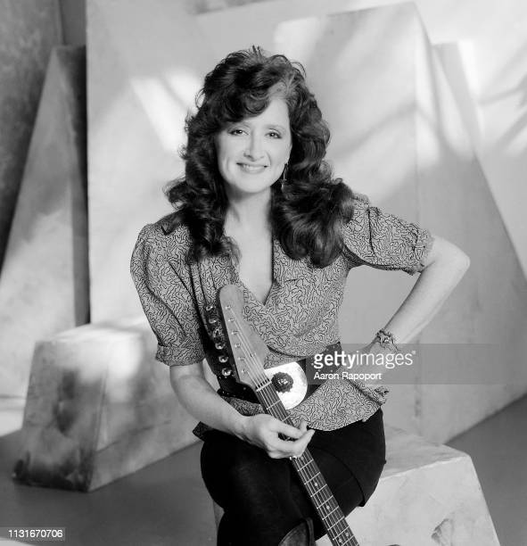 Musical icon Bonnie Raitt poses for a portrait circa 1986 in Los Angeles, California