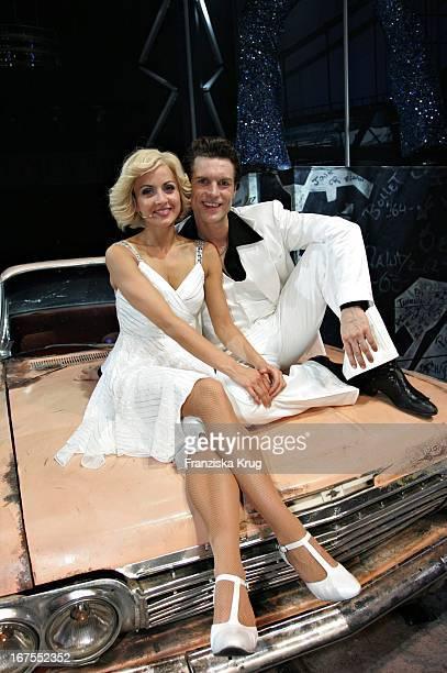 """Musical-Darsteller Ron Holzschuh Und Patricia Aulitzky Bei Der Musical Premiere """"Saturday Night Fever"""" Im Zirkus Krone In München"""