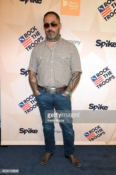 Musician Aaron Lewis attends 'Spike's Rock the Troops' event held at Joint Base Pearl Harbor Hickam on October 22 2016 in Honolulu Hawaii 'Spike's...
