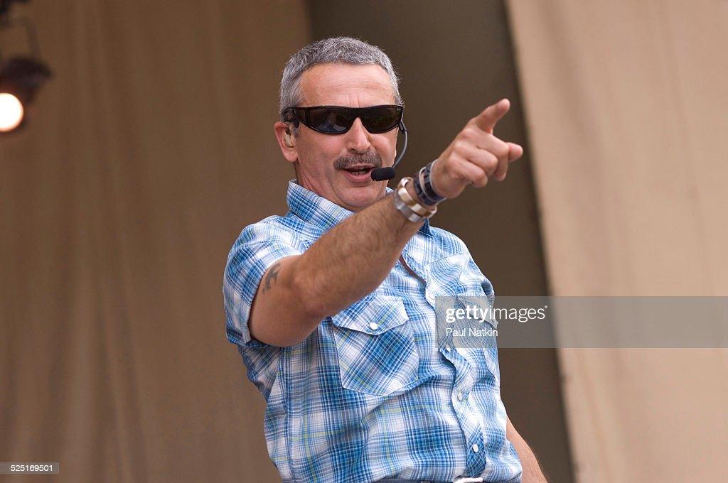 Aaron Tippen On Stage : News Photo