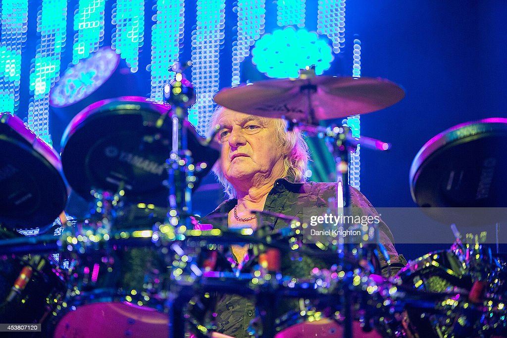 Musician Alan White performs on stage with Yes on August 18, 2014 in San Diego, California.