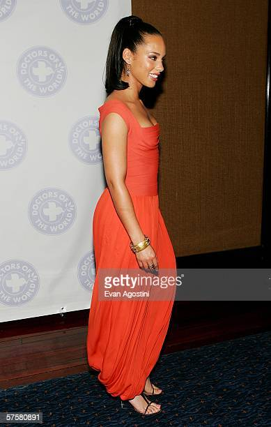 Musician Alicia Keys attends the Doctors Of The World 2006 Health And Human Rights Leadership Awards at Bridgewaters May 10, 2006 in New York City.