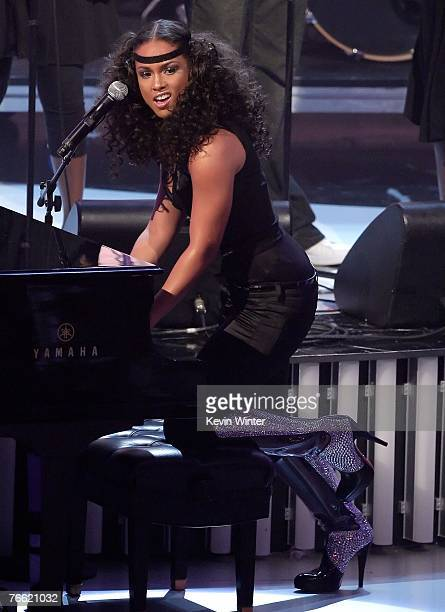 Musician Alicia Keys performs on stage during the 2007 MTV Video Music Awards held at The Palms Hotel and Casino on September 9 2007 in Las Vegas...