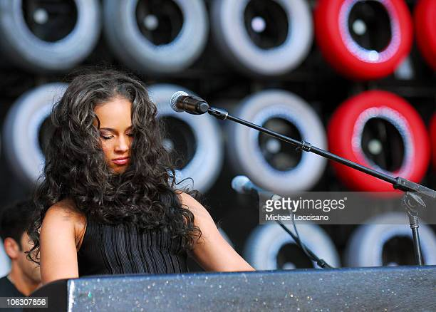 Musician Alicia Keys performs onstage at Live Earth New York held at Giants Stadium on July 7 2007 in East Rutherford New Jersey
