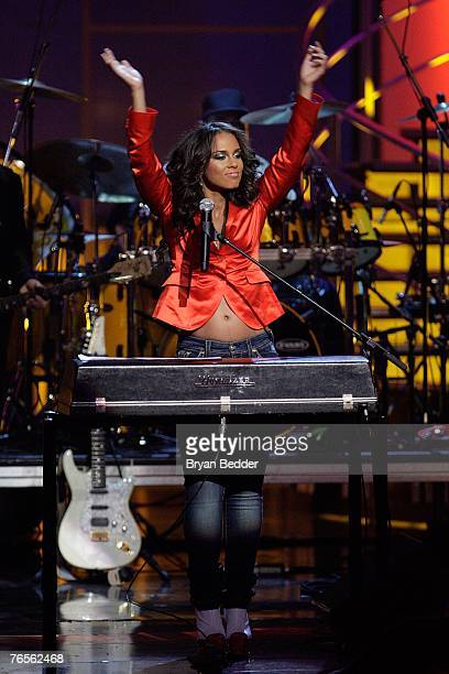 Musician Alicia Keys performs onstage at the Conde Nast Media Group's Fourth Annual Fashion Rocks Concert at Radio City Music Hall September 6 2007...