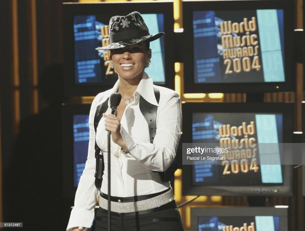 Alicia Smiles musician alicia keys smiles on stage during the 2004 world