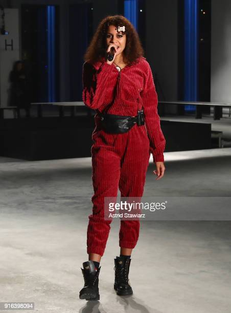 Musician AlunaGeorge performs as models rehearse on the runway with TRESemme At Cushnie et Ochs NYFW AW18 on February 9 2018 in New York City