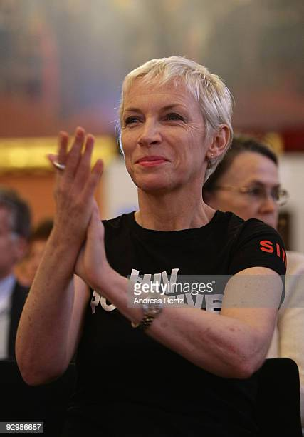 Musician Annie Lennox gestures on the second day of the 10th World Summit of Nobel Peace Laureates at Berlin town hall on November 11 2009 in Berlin...