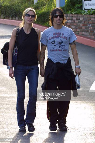 Musician Anthony Kiedis and girlfriend model Heidi Klum hold hands after eating lunch at Cafe Med on January 3 2003 in West Hollywood California