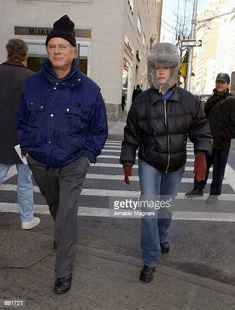 Musician Art Garfunkel and his wife Kim Cermank walk on Madison Ave on the way to the Three Guys Restaurant for lunch January 8 2002 in New York City