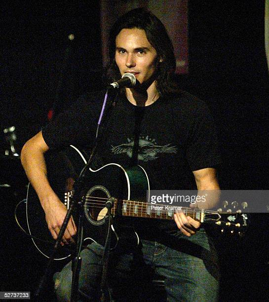 Musician Ben Jelen performs at The ASCAP Music Lounge at the Tribeca Film Festival April 29, 2005 in New York City.