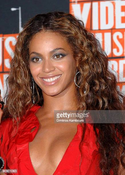 Musician Beyonce poses in the press room at the 2009 MTV Video Music Awards at Radio City Music Hall on September 13 2009 in New York City
