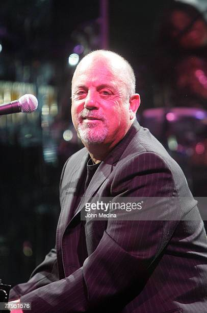 Musician Billy Joel peforms at Oracle Arena on November 10, 2007 in Oakland, California.