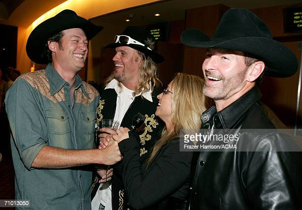 PRICING*** Musician Blake Shelton Ira Dean Heidi Newfield and Keith Burns of Trick Pony backstage during the Academy Of Country Music New Artists'...