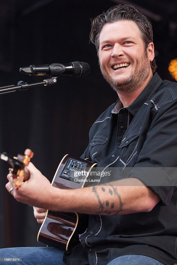 Musician Blake Shelton performs at the JCPenney 12 day holiday giving tour performance at JCPenney on December 8, 2012 in Culver City, California.