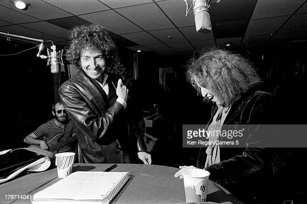 Musician Bob Dylan and singer Bette Midler are photographed in a recording studio in October 1975 in New York City CREDIT MUST READ Ken Regan/Camera...