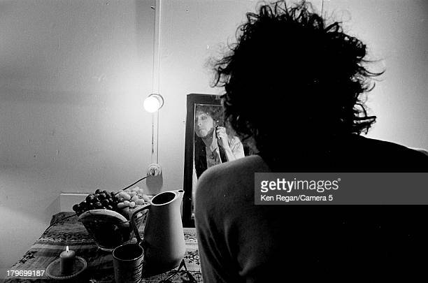 Musician Bob Dylan is photographed backstage during the Rolling Thunder Revue in December 1975 in Cambridge Massachusetts CREDIT MUST READ Ken...