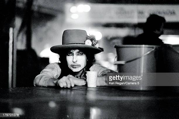 Musician Bob Dylan is photographed during the Rolling Thunder Revue in December 1975 in Montreal Quebec CREDIT MUST READ Ken Regan/Camera 5 via...