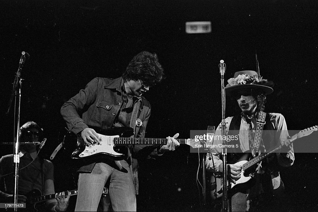 Musician Bob Dylan is photographed onstage at Madison Square Garden during the Rolling Thunder Revue on December 8, 1975 in New York City.