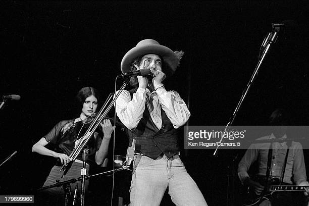 Musician Bob Dylan is photographed onstage during the Rolling Thunder Revue in November 1975 in Springfield Massachusetts CREDIT MUST READ Ken...