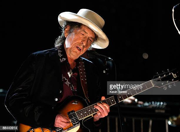 Musician Bob Dylan performs onstage during the AFI Life Achievement Award: A Tribute to Michael Douglas at Sony Pictures Studios on June 11, 2009 in...
