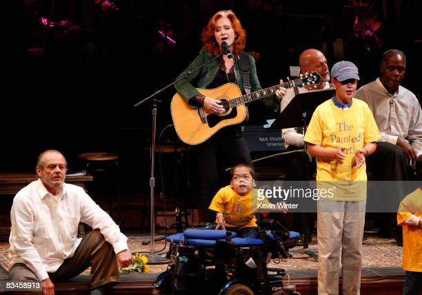 Musician Bonnie Raitt performs as actors Jack Nicholson Bruce Willis and Danny Glover look on during the reading of The World Of Nick Adams to honor...