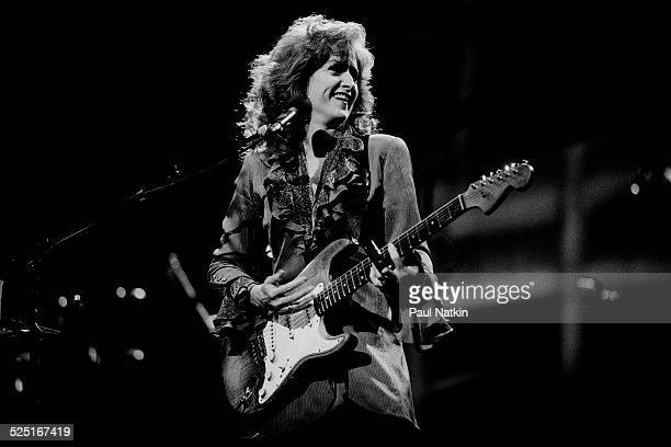 Musician Bonnie Raitt performs at the Aire Crown Theater Chicago Illinois January 28 1995