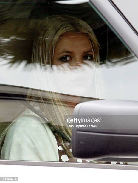 Musician Britney Spears leaves the Los Angeles County Superior Courthouse after a child custody hearing on May 6, 2008 in Los Angeles, California.