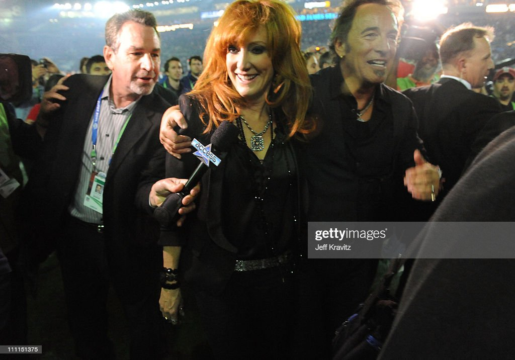 Musician Bruce Springsteen (R) and vocalist Patti Scialfa at the Bridgestone halftime show during Super Bowl XLIII between the Arizona Cardinals and the Pittsburgh Steelers on February 1, 2009 at Raymond James Stadium in Tampa, Florida.