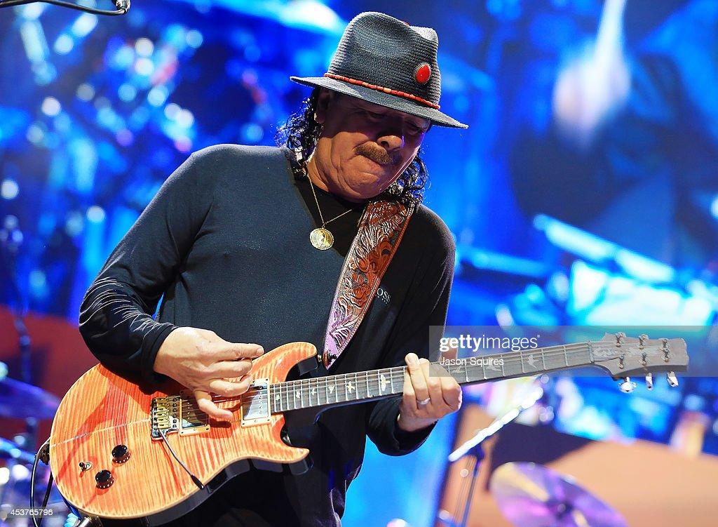 Santana & Rod Stewart In Concert - Kansas City, MO : News Photo