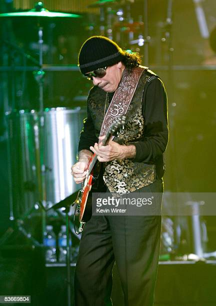 Musician Carlos Santana performs onstage during the 2008 Latin Recording Academy Person of the Year awards tribute to Gloria Estefan held at the...