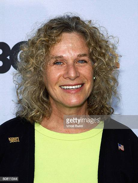 Musician Carole King attends the 'Earth To LA The Greatest Show On Earth' event benefitting the Natural Resources Defense Council on May 6 2004 in...