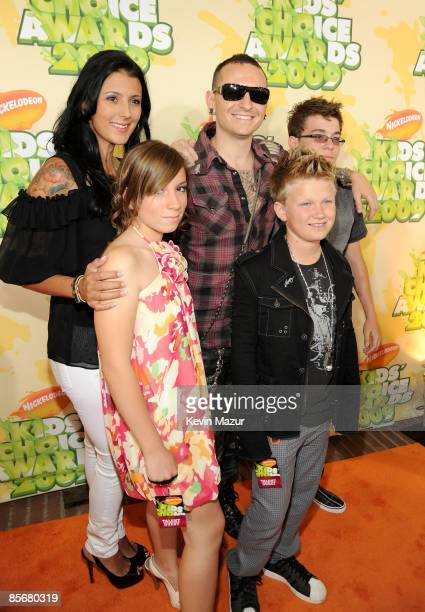 Musician Chester Bennington wife Talinda Bentley and guests arrive at Nickelodeon's 2009 Kids' Choice Awards at UCLA's Pauley Pavilion on March 28...