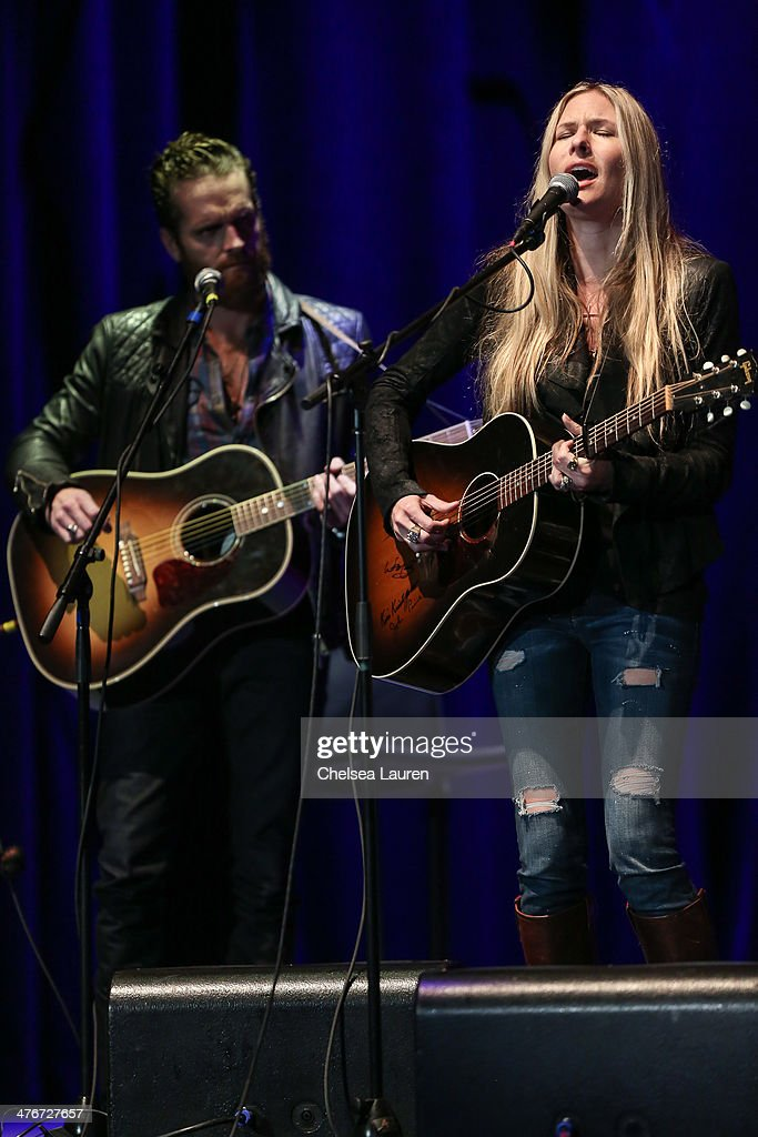 Musician Chris Coleman And Singer Songwriter Holly Williams Perform News Photo Getty Images