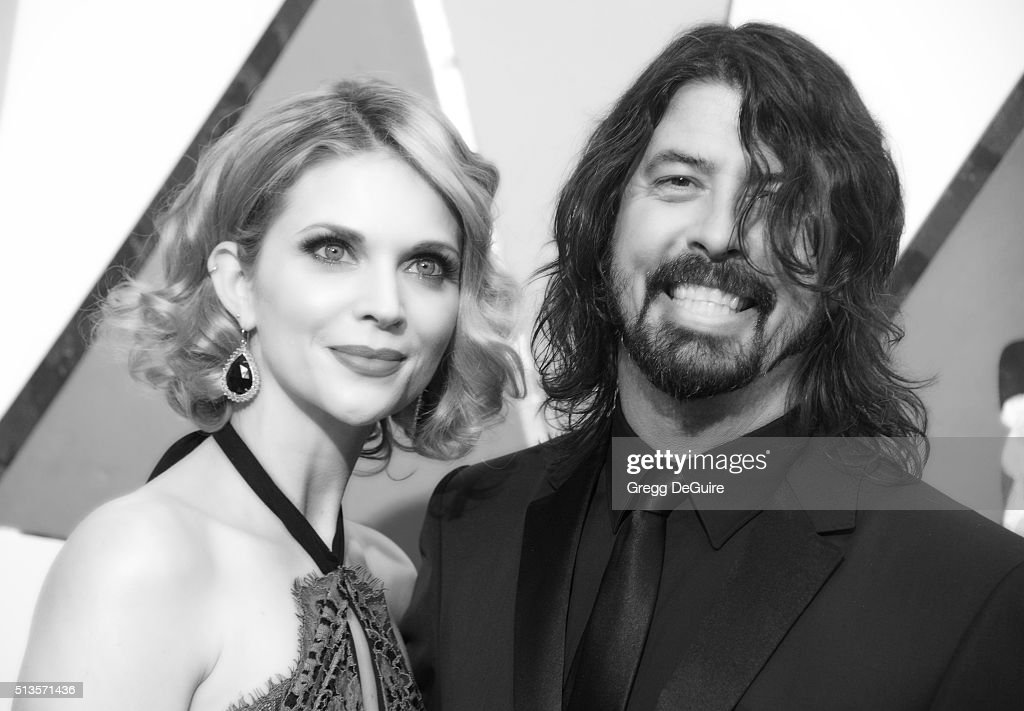 Musician Dave Grohl and wife Jordyn Blum arrive at the 88th Annual Academy Awards at Hollywood & Highland Center on February 28, 2016 in Hollywood, California.