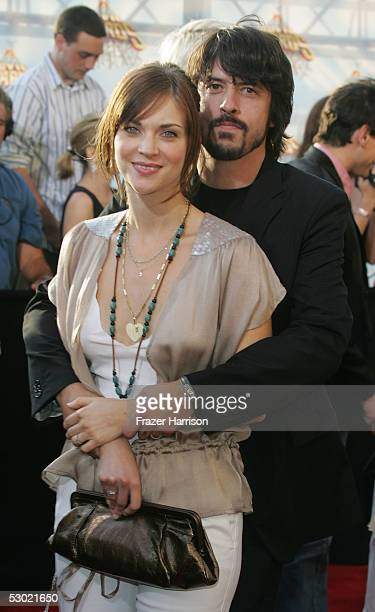 Musician Dave Grohl of the Foo Fighters and wife Jordyn Blum arrive to the 2005 MTV Movie Awards at the Shrine Auditorium June 4 2005 in Los Angeles...