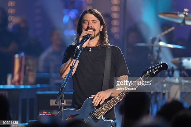 Musician Dave Grohl of the Foo Fighters performs on VH1 Storytellers on October 28, 2009 in Culver City, California.