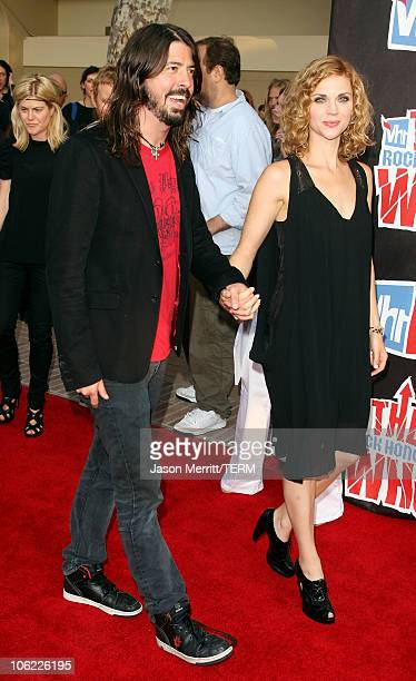 Musician David Grohl of the Foo Fighters and wife Jordyn Blum arrive at the 2008 VH1 Rock Honors honoring The Who at UCLA's Pauley Pavilion on July...
