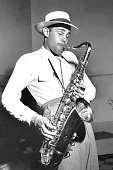 Musician dexter gordon recording at capitol records on june 5 1947 in picture id73906509?s=170x170
