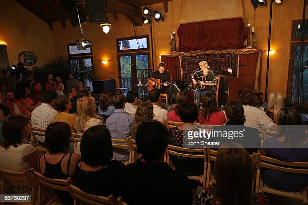 ** * EXCLUSIVE * ** Musician Dido performs for fans at a private residence on November 15 2008 in Topanga California