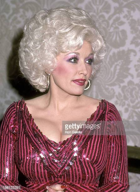 Musician Dolly Parton attends the 38th Annual Golden Globe Awards on January 31 1981 at Beverly Hilton Hotel in Beverly Hills California