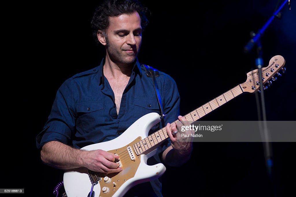 Dweezil Zappa On Stage : News Photo