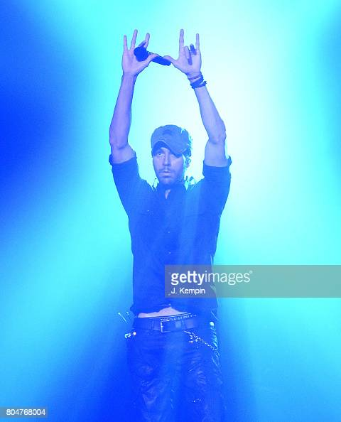 Enrique Iglesias And Pitbull In Concert New York New York Photos And Images Getty Images