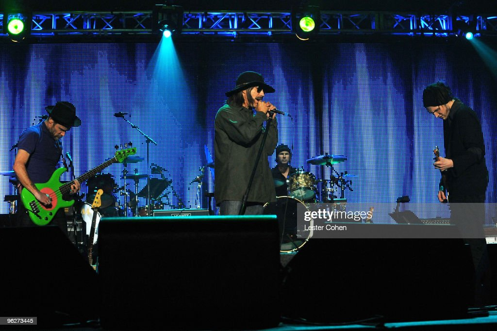 2010 MusiCares Person Of The Year Tribute To Neil Young - Show : News Photo
