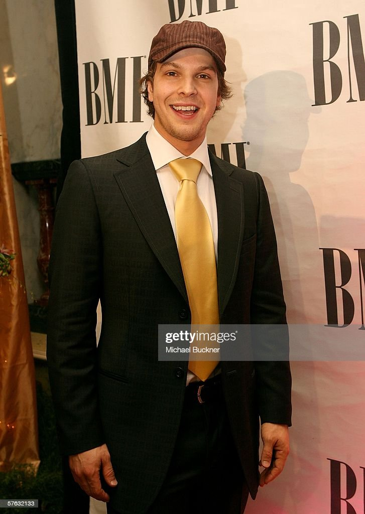 Musician Gavin DeGraw arrives at the 54th Annual BMI Pop Awards at the Regent Beverly Wilshire Hotel on May 16, 2006 in Beverly Hills, California.